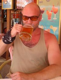 Photo of Janne Karlsson drinking beer