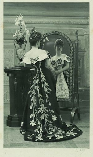 1896 photograph by Paul Nadar: Countess Greffulhe wearing the Lily Dress